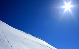 Papel de parede Montanha de Neve Ao Sol