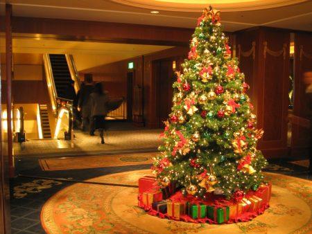 Papel de parede Árvore de Natal em Casa para download gratuito. Use no computador pc, mac, macbook, celular, smartphone, iPhone, onde quiser!