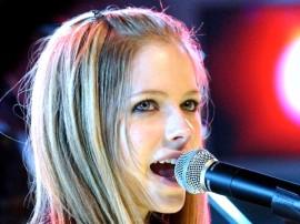 Papel de parede Avril Lavigne – Cantando
