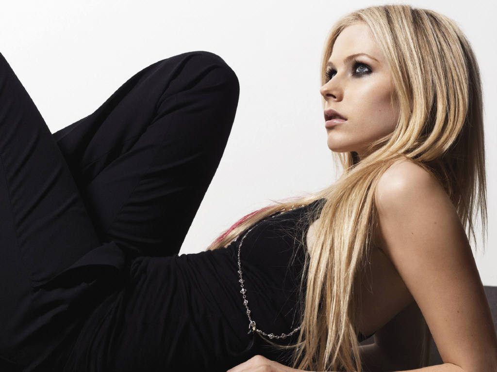 Papel de parede Avril Lavigne – Bonita para download gratuito. Use no computador pc, mac, macbook, celular, smartphone, iPhone, onde quiser!