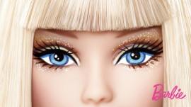 Papel de parede Barbie com Franja