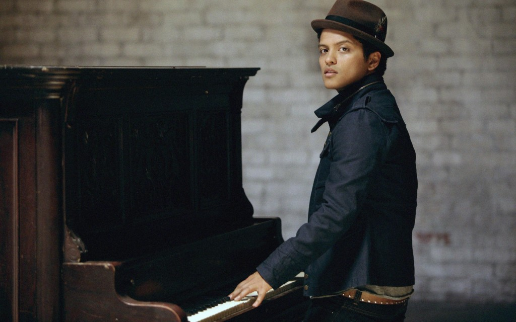 Papel de parede Bruno Mars: No Piano para download gratuito. Use no computador pc, mac, macbook, celular, smartphone, iPhone, onde quiser!