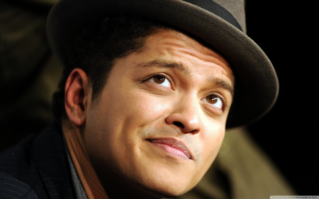 Papel de parede Bruno Mars: Rosto para download gratuito. Use no computador pc, mac, macbook, celular, smartphone, iPhone, onde quiser!