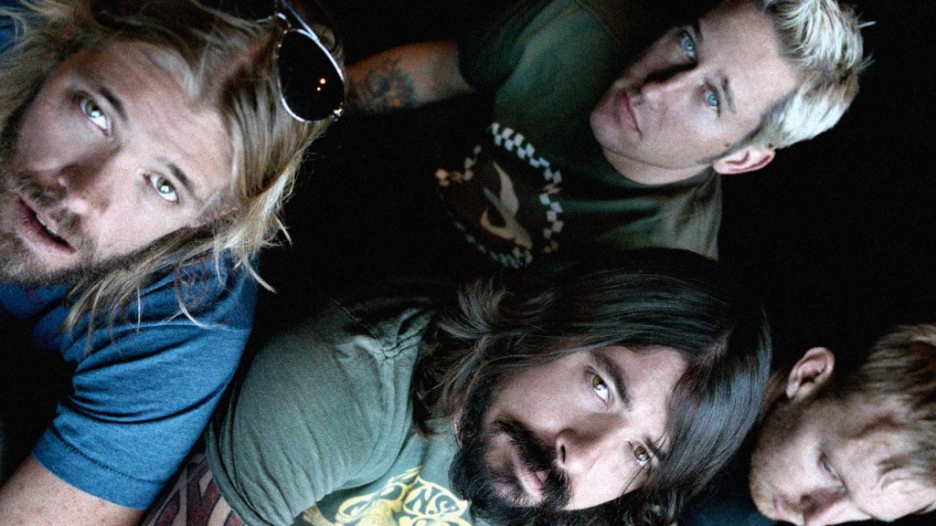 Papel de parede Foo Fighters – Ouça Alto para download gratuito. Use no computador pc, mac, macbook, celular, smartphone, iPhone, onde quiser!