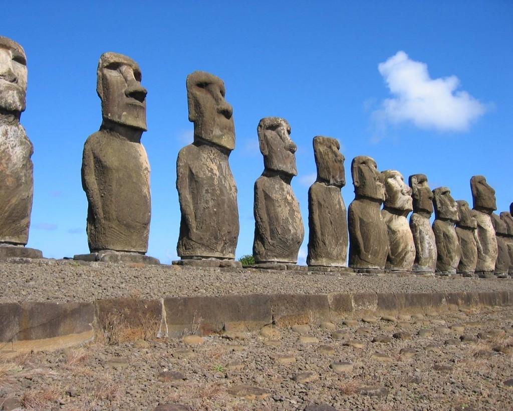 Papel de parede Ilha de Páscoa – Moai para download gratuito. Use no computador pc, mac, macbook, celular, smartphone, iPhone, onde quiser!