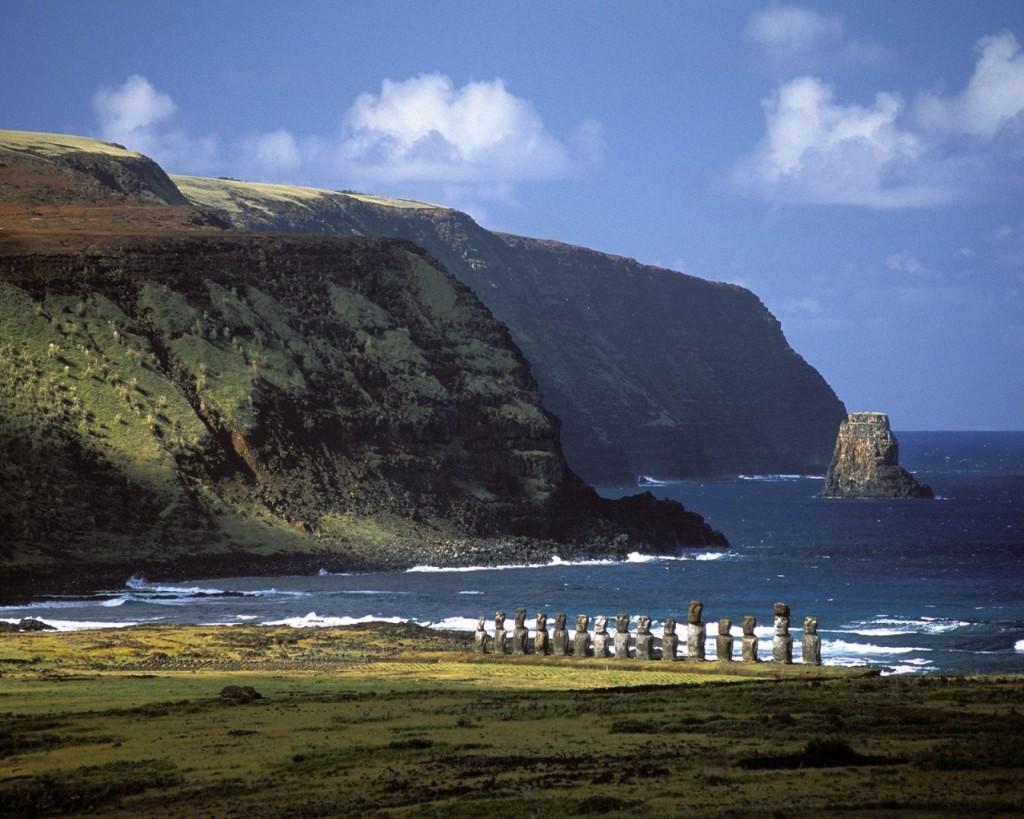 Papel de parede Ilha de Páscoa – Paisagem para download gratuito. Use no computador pc, mac, macbook, celular, smartphone, iPhone, onde quiser!