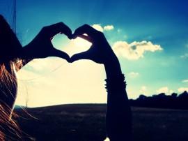 Papel de parede Mãos que Indicam o Coração