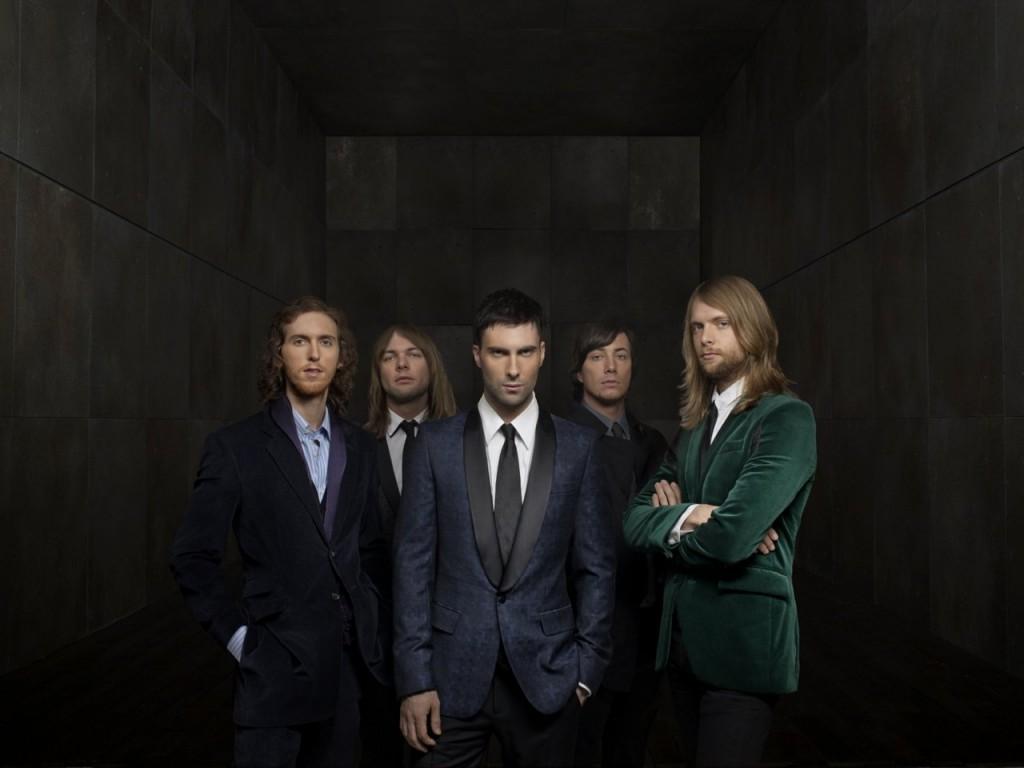 Papel de parede Maroon 5: De Terno para download gratuito. Use no computador pc, mac, macbook, celular, smartphone, iPhone, onde quiser!