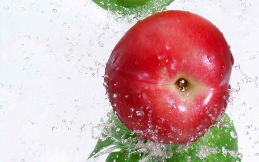Papel de parede Pêssego na Água para download gratuito. Use no computador pc, mac, macbook, celular, smartphone, iPhone, onde quiser!