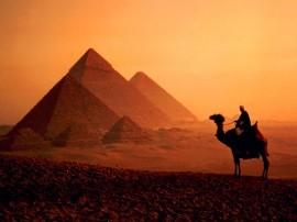Papel de parede Pirâmides e o Beduíno