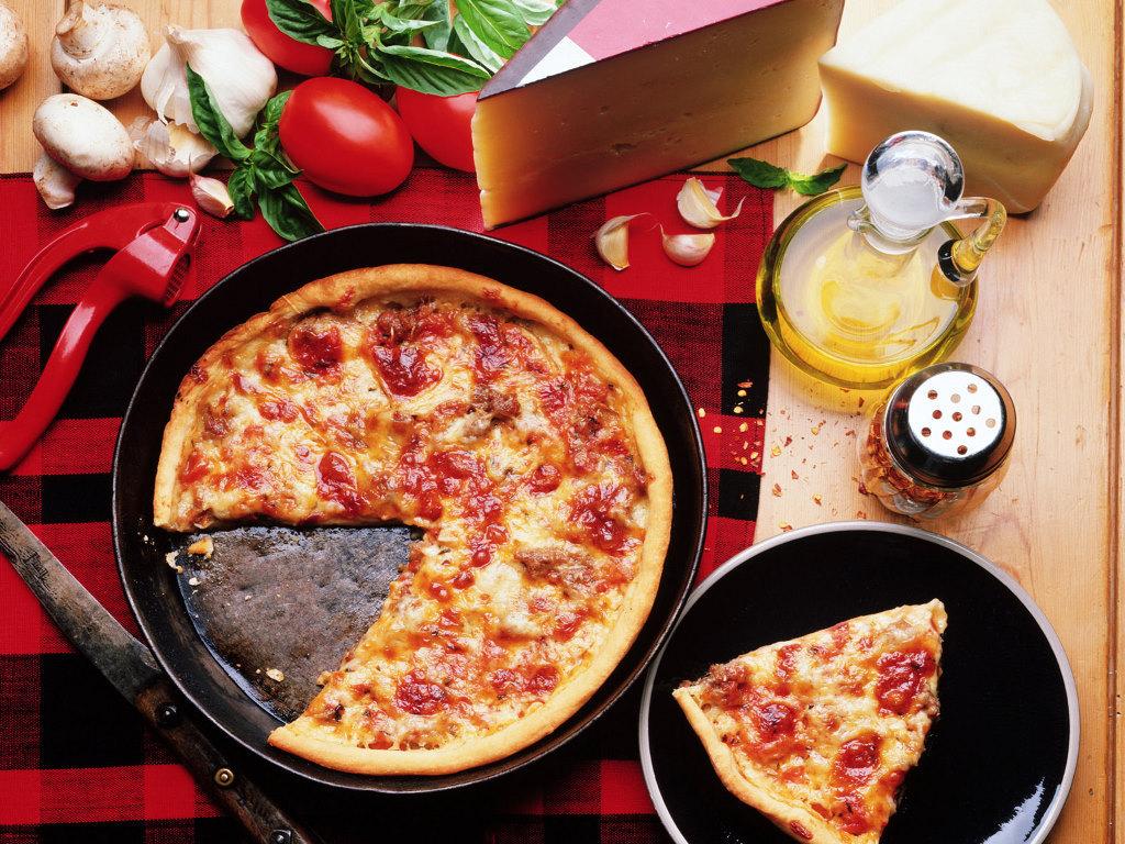 Papel de parede Pizza – Um pedaço para você para download gratuito. Use no computador pc, mac, macbook, celular, smartphone, iPhone, onde quiser!