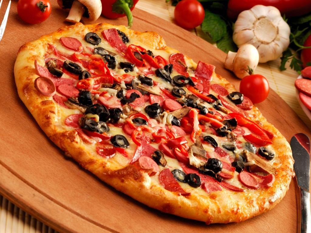 Papel de parede Pizza – Com Azeitonas para download gratuito. Use no computador pc, mac, macbook, celular, smartphone, iPhone, onde quiser!