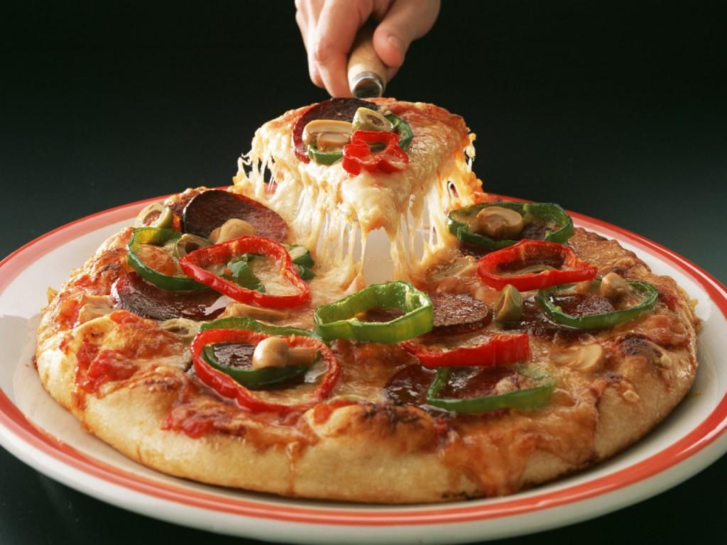 Papel de parede Pizza – Sirva-se! para download gratuito. Use no computador pc, mac, macbook, celular, smartphone, iPhone, onde quiser!