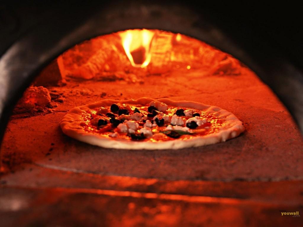 Papel de parede Pizza – Assando para download gratuito. Use no computador pc, mac, macbook, celular, smartphone, iPhone, onde quiser!