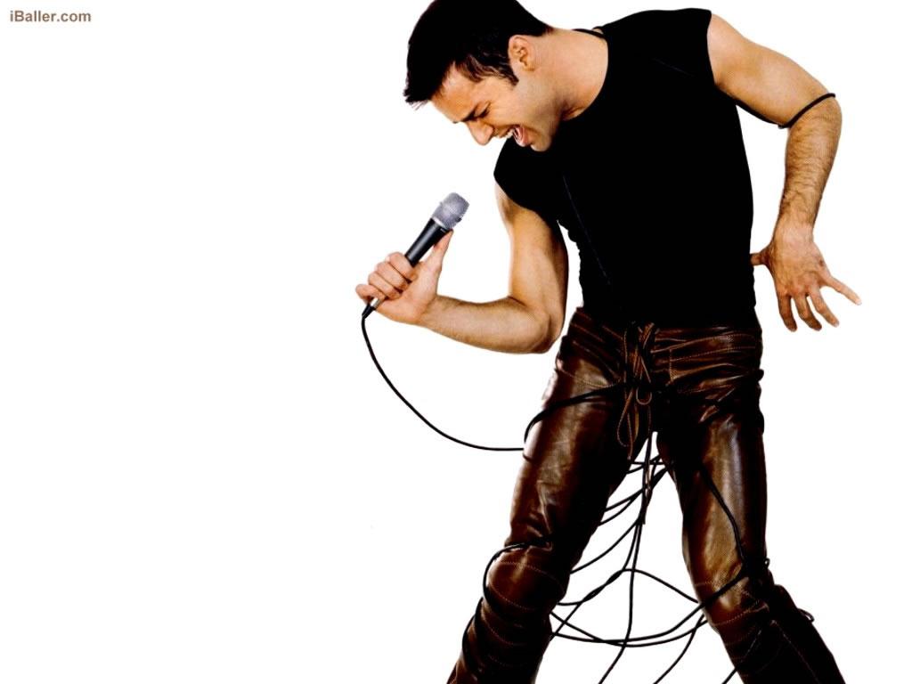 Papel de parede Ricky Martin – Microfone para download gratuito. Use no computador pc, mac, macbook, celular, smartphone, iPhone, onde quiser!