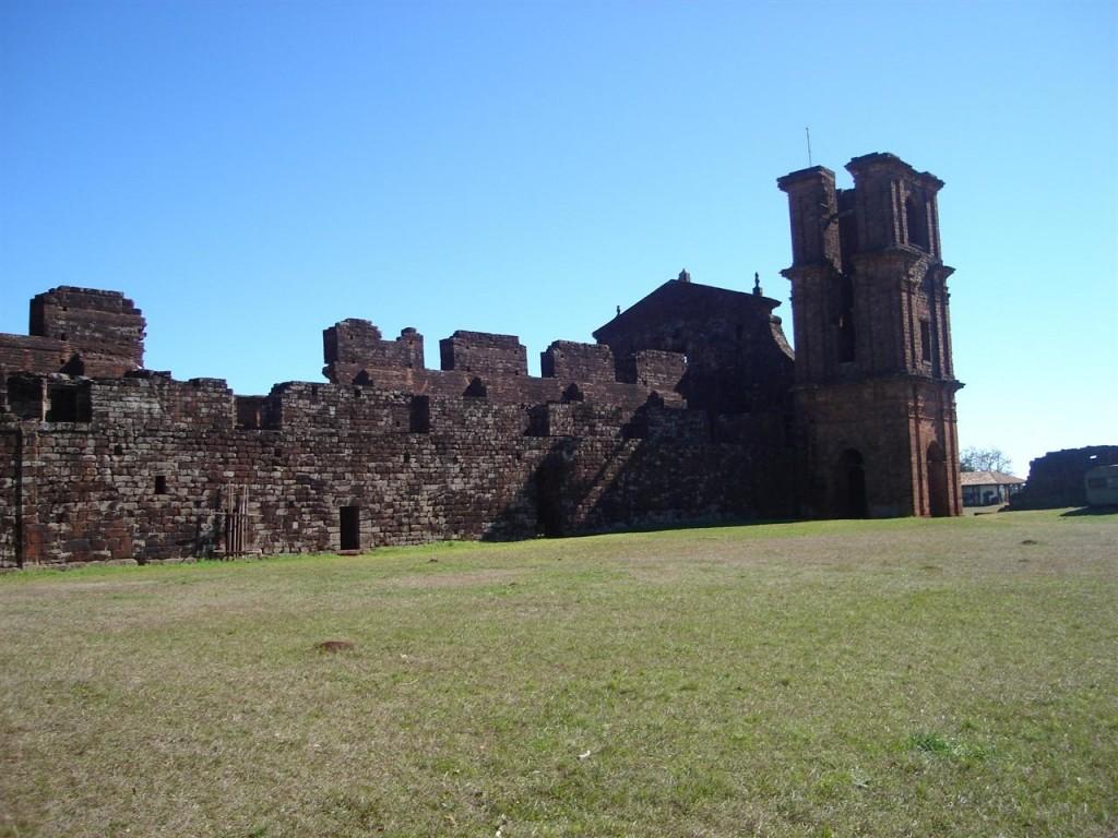 Papel de parede Ruínas de São Miguel para download gratuito. Use no computador pc, mac, macbook, celular, smartphone, iPhone, onde quiser!