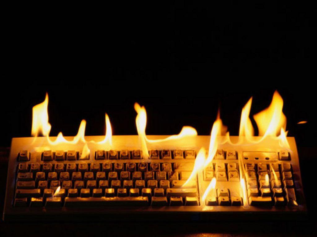 Papel de parede Teclado – Em Chamas para download gratuito. Use no computador pc, mac, macbook, celular, smartphone, iPhone, onde quiser!