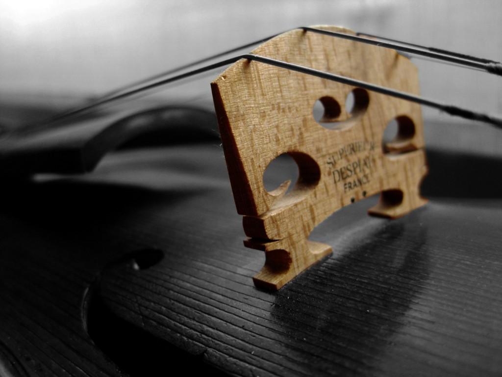 Papel de parede Violino – Detalhe para download gratuito. Use no computador pc, mac, macbook, celular, smartphone, iPhone, onde quiser!