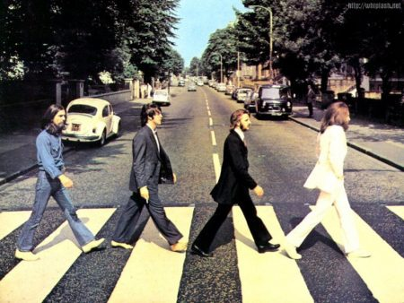 Papel de parede Abbey Road para download gratuito. Use no computador pc, mac, macbook, celular, smartphone, iPhone, onde quiser!