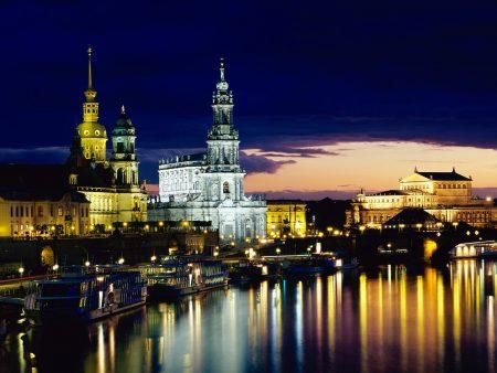 Papel de parede Alemanha – Cidade Iluminada para download gratuito. Use no computador pc, mac, macbook, celular, smartphone, iPhone, onde quiser!