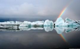 Papel de parede Arco-Íris Atrás de Icebergs