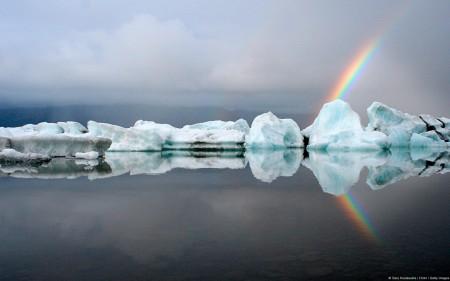 Papel de parede Arco-Íris Atrás de Icebergs para download gratuito. Use no computador pc, mac, macbook, celular, smartphone, iPhone, onde quiser!