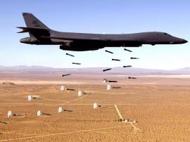 Papel de parede Avião Lançando Bombas