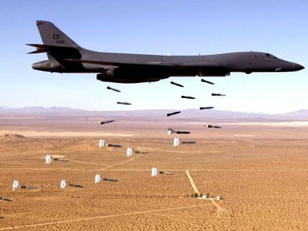 Papel de parede Avião Lançando Bombas para download gratuito. Use no computador pc, mac, macbook, celular, smartphone, iPhone, onde quiser!