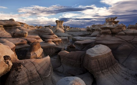 Papel de parede Bisti Badlands, no Novo México para download gratuito. Use no computador pc, mac, macbook, celular, smartphone, iPhone, onde quiser!