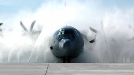 Papel de parede C-130J Hercules para download gratuito. Use no computador pc, mac, macbook, celular, smartphone, iPhone, onde quiser!
