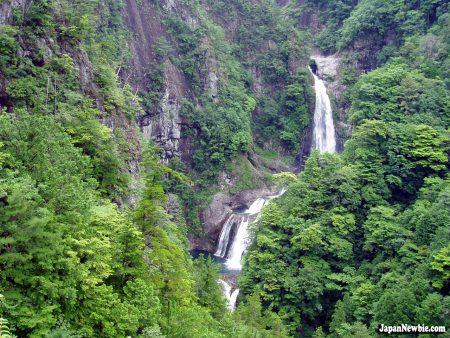 Papel de parede Cachoeira Japonesa para download gratuito. Use no computador pc, mac, macbook, celular, smartphone, iPhone, onde quiser!