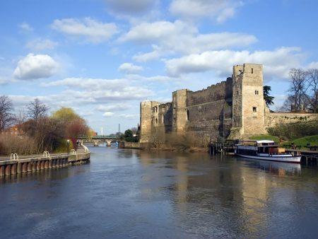 Papel de parede Castelo de Newark para download gratuito. Use no computador pc, mac, macbook, celular, smartphone, iPhone, onde quiser!