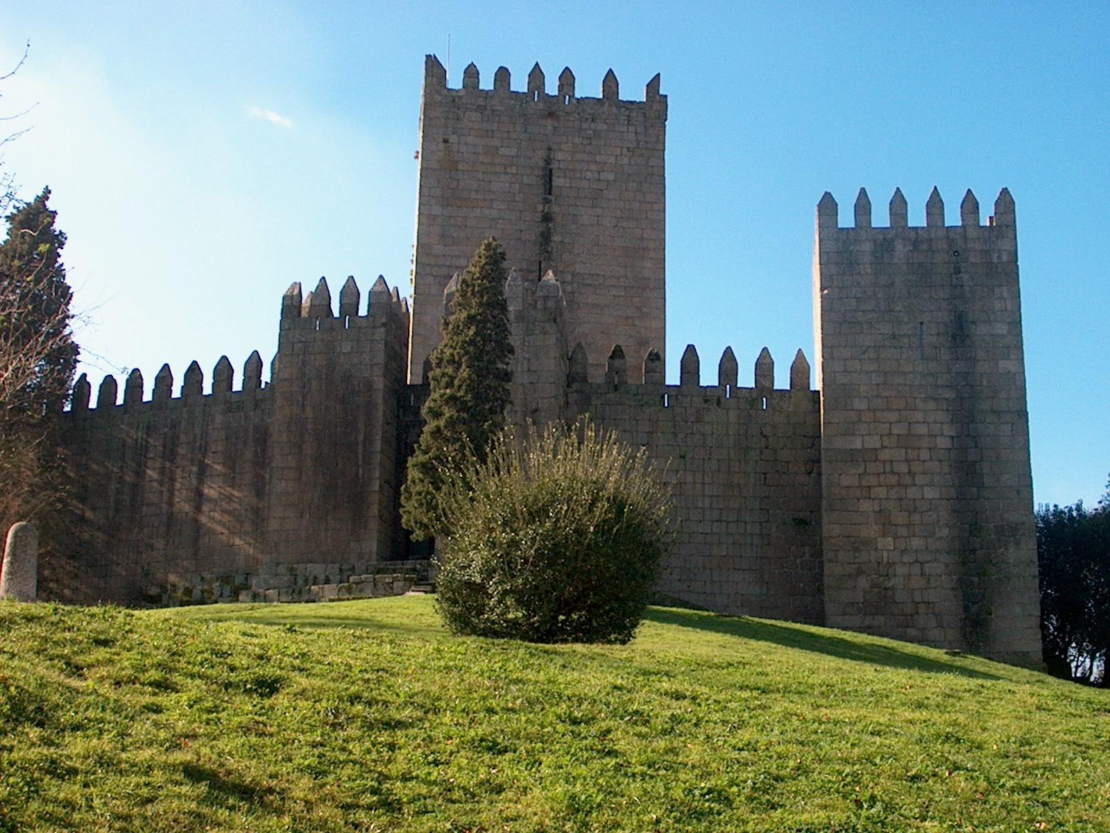Papel de Parede Castelo Guimarães Wallpaper para Download ...