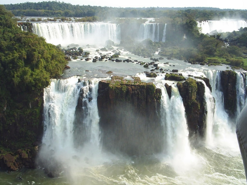 Papel de parede Cataratas do Iguaçu Paisagem para download gratuito. Use no computador pc, mac, macbook, celular, smartphone, iPhone, onde quiser!