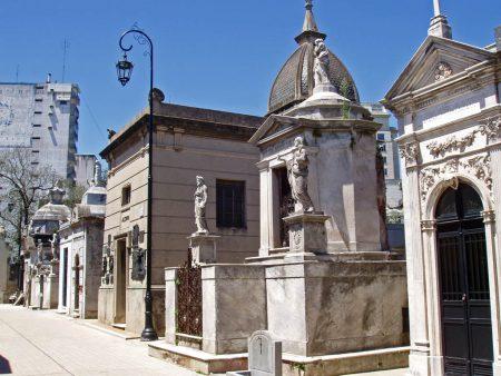 Papel de parede Cemitério da Recoleta – Mausoléus para download gratuito. Use no computador pc, mac, macbook, celular, smartphone, iPhone, onde quiser!