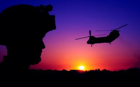 Papel de parede Helicóptero no Por do Sol para download gratuito. Use no computador pc, mac, macbook, celular, smartphone, iPhone, onde quiser!