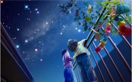 Papel de parede Crianças Olhando o Céu
