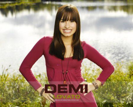 Papel de parede Demi Lovato – Sorrindo para download gratuito. Use no computador pc, mac, macbook, celular, smartphone, iPhone, onde quiser!