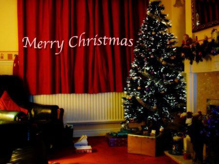 Papel de parede Feliz Natal – Em Casa para download gratuito. Use no computador pc, mac, macbook, celular, smartphone, iPhone, onde quiser!