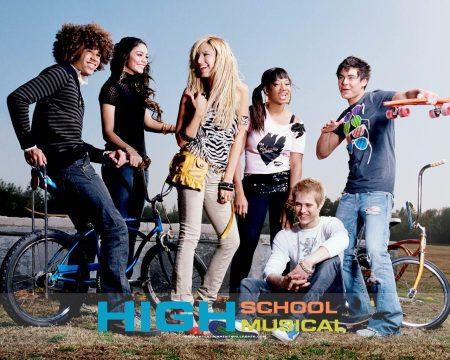 Papel de parede High School Musical #8 para download gratuito. Use no computador pc, mac, macbook, celular, smartphone, iPhone, onde quiser!