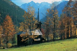 Papel de parede Igreja nas Montanhas