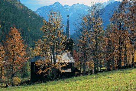 Papel de parede Igreja nas Montanhas para download gratuito. Use no computador pc, mac, macbook, celular, smartphone, iPhone, onde quiser!