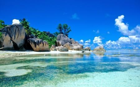 Papel de parede Linda Praia de Seychelles para download gratuito. Use no computador pc, mac, macbook, celular, smartphone, iPhone, onde quiser!