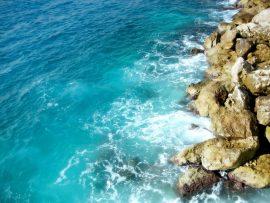 Papel de parede Mar nas pedras