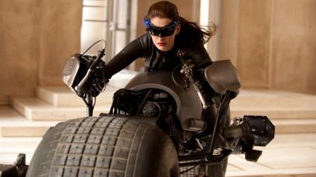 Papel de parede Mulher Gato – Batman: O Cavaleiro das Trevas Ressurge para download gratuito. Use no computador pc, mac, macbook, celular, smartphone, iPhone, onde quiser!