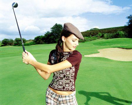 Papel de parede Mulher Jogando Golf para download gratuito. Use no computador pc, mac, macbook, celular, smartphone, iPhone, onde quiser!
