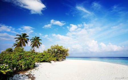 Papel de parede Praia de Areia Branca para download gratuito. Use no computador pc, mac, macbook, celular, smartphone, iPhone, onde quiser!