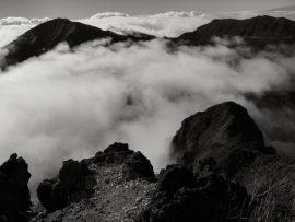 Papel de parede Neblina na montanha