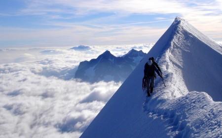 Papel de parede No Cume da Montanha para download gratuito. Use no computador pc, mac, macbook, celular, smartphone, iPhone, onde quiser!