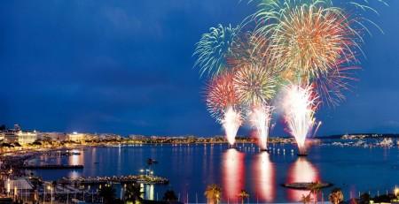 Papel de parede Noite de Fogos em Cannes para download gratuito. Use no computador pc, mac, macbook, celular, smartphone, iPhone, onde quiser!